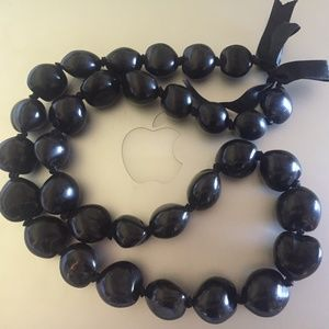 Jewelry - 💙Hawaiian Kukui Nut Black Shell necklace